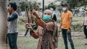 Read more about the article Satu Tahun Perjuangan Melawan Covid, Angklung Berdengung di Wisma Atlet